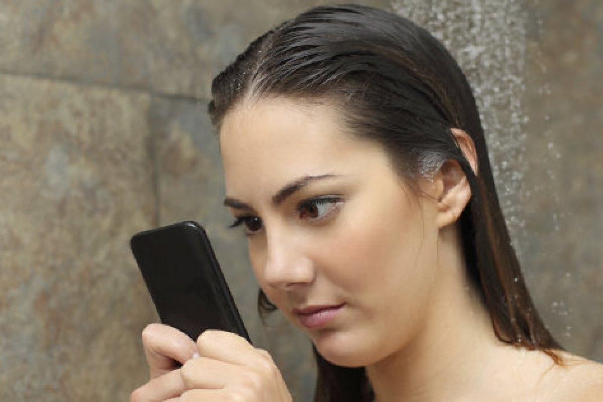Tener a la vista el celular disminuye nuestra posibilidad de poner atención a las actividades del momento pues afecta elementos de la capacidad cognitiva.