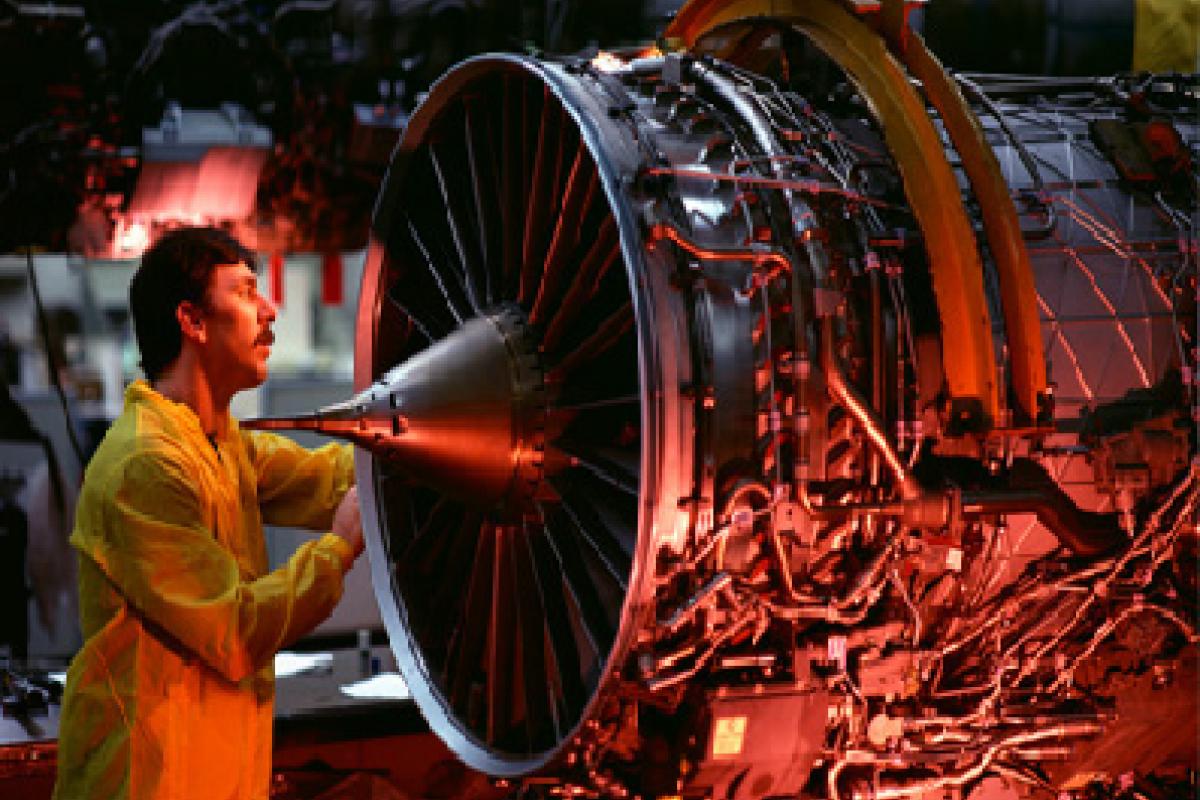 La población mexicana con estudios de ingeniería tienen conocimientos básicos que no llegan las necesidades de la industria.