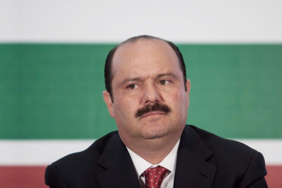Duarte es acusado de violación, tanto de peculado electoral, como de desvío de recursos de las aportaciones de los trabajadores.