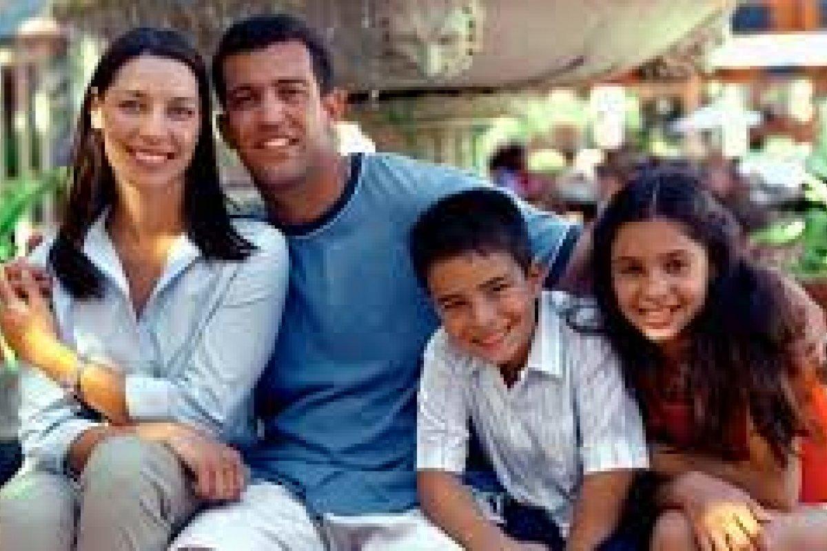La familia de cuatro integrantes cada vez es menos común en el país.