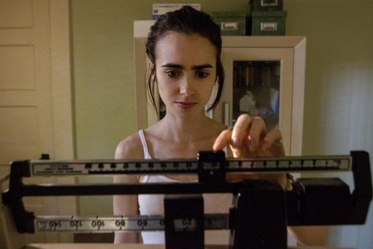 Lilly Collins interpreta a Ellen, una joven artista con anorexia y bulimia
