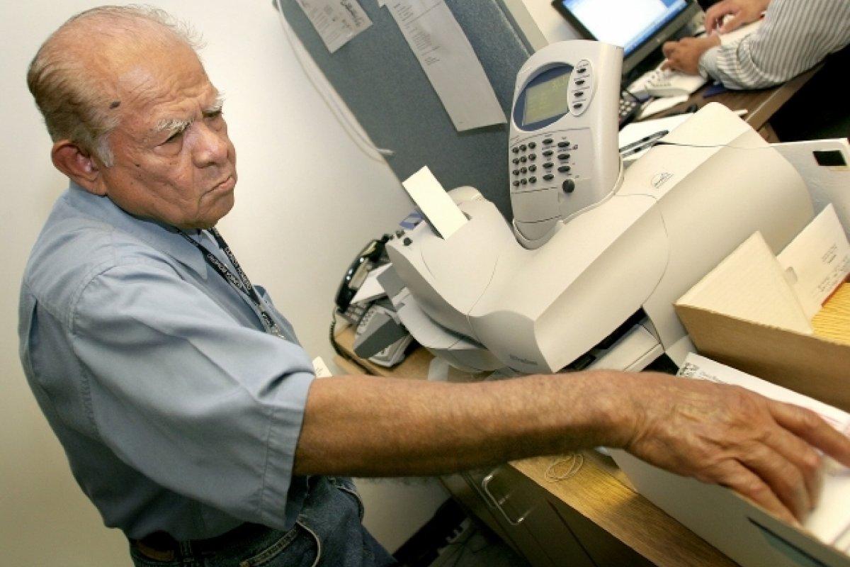 14 mil 670 personas mayores de 60 años se encuentran buscando un trabajo de tiempo completo en México y 12 mil 368 busca uno donde les paguen las horas extras.