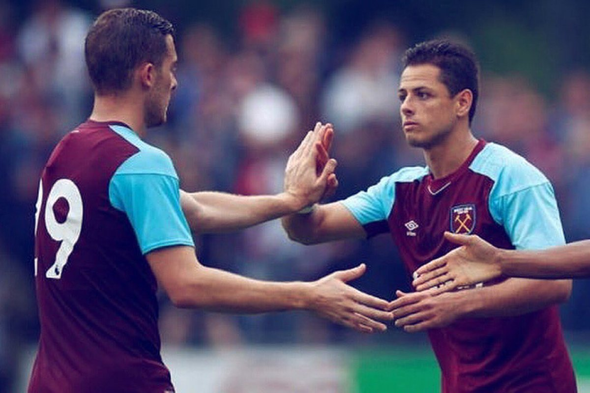 Chicharito regresaría a la Premier League enfrentando al Manchester United