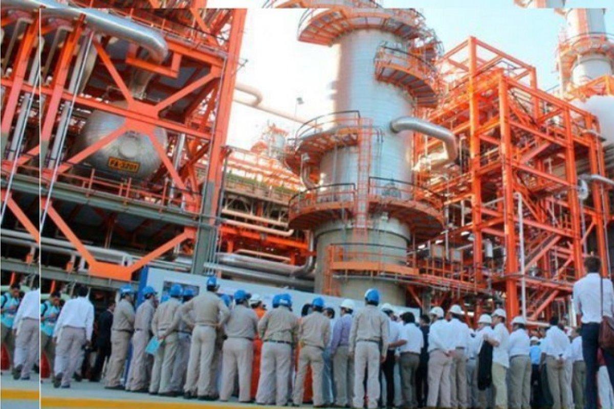 La compra de gasolinas se agudizó por paros y mantenimientos en las refinerías de Salina Cruz y Madero.