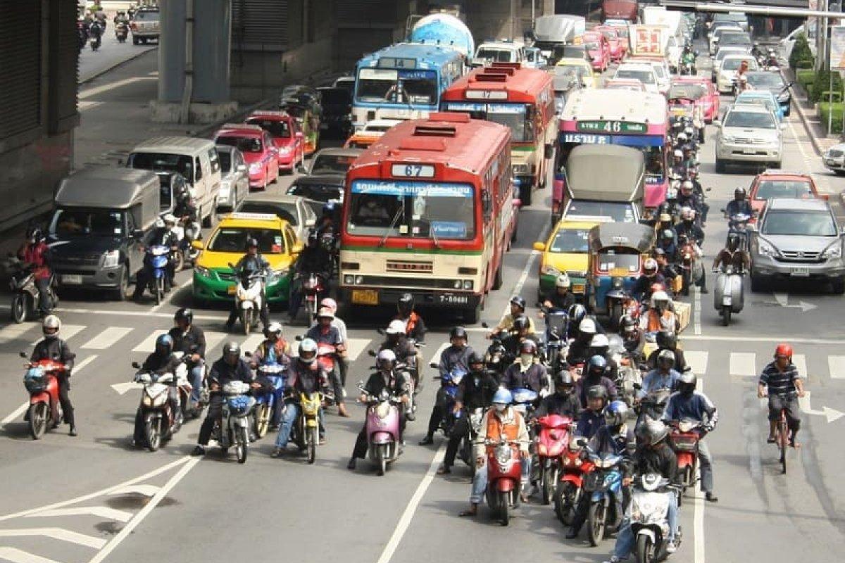 Diputados creen que las motocicletas serán la solución al tráfico de la ciudad, a pesar de las advertencias de especialistas.