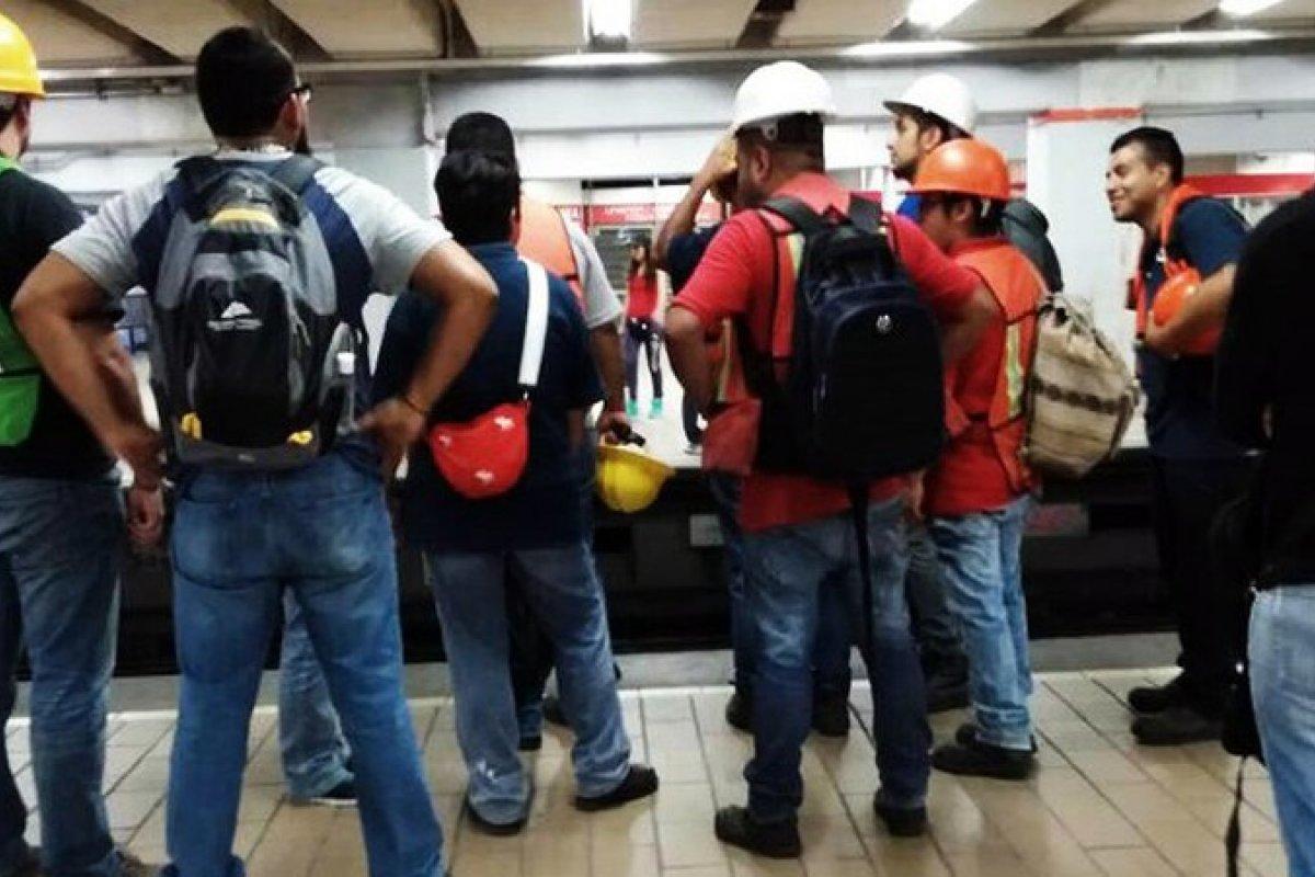 Muchos usaron el transporte público para llegar a las zonas afectadas y ayudar como voluntarios.