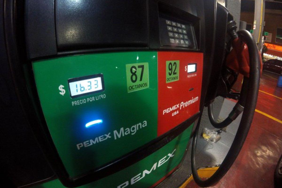 Cada inicio de año los consumidores mexicanos resienten los estragos del alza en el precio de los combustibles. Imagen de 2017