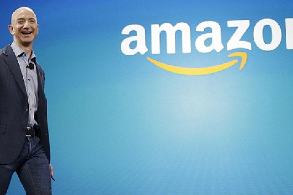 La fortuna de Jeff Bezos, fundador de Amazon.com, asciende a poco más de los 100 mil millones de dólares.