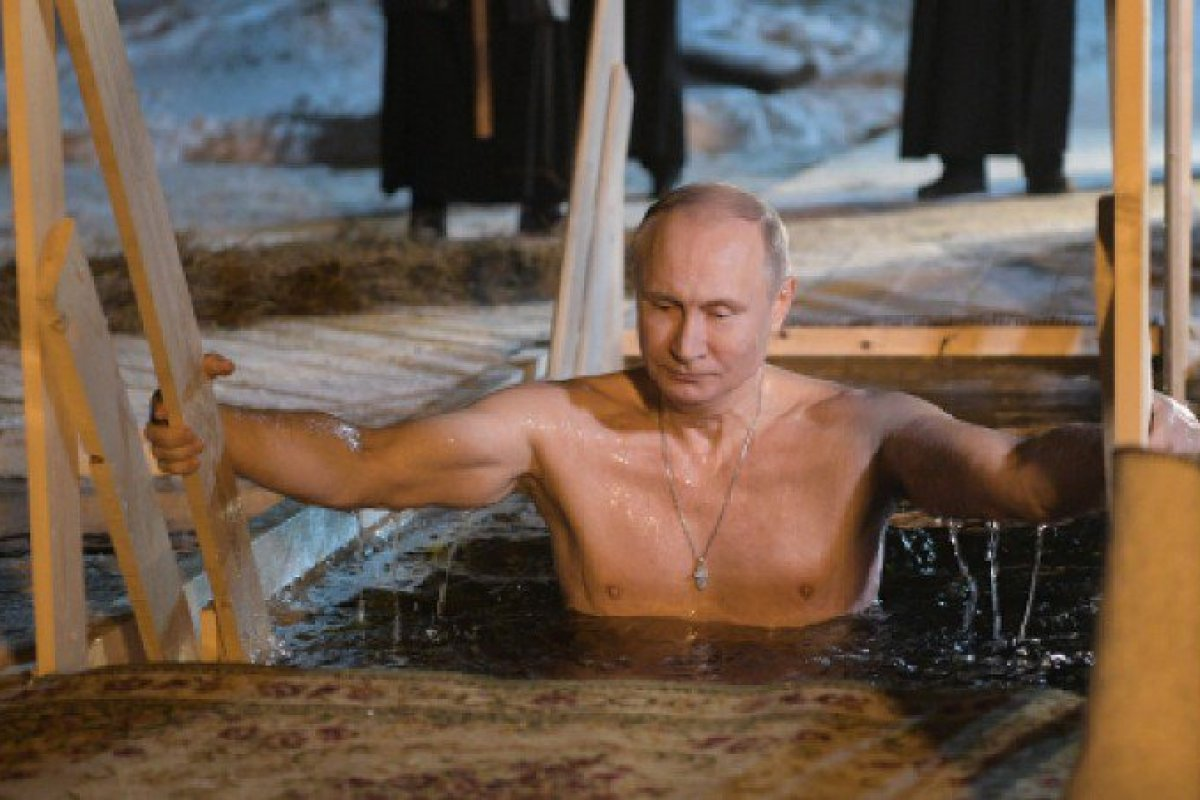 Putin se sumerge en aguas gélidas de Rusia. Foto: Twitter / @news_24_365