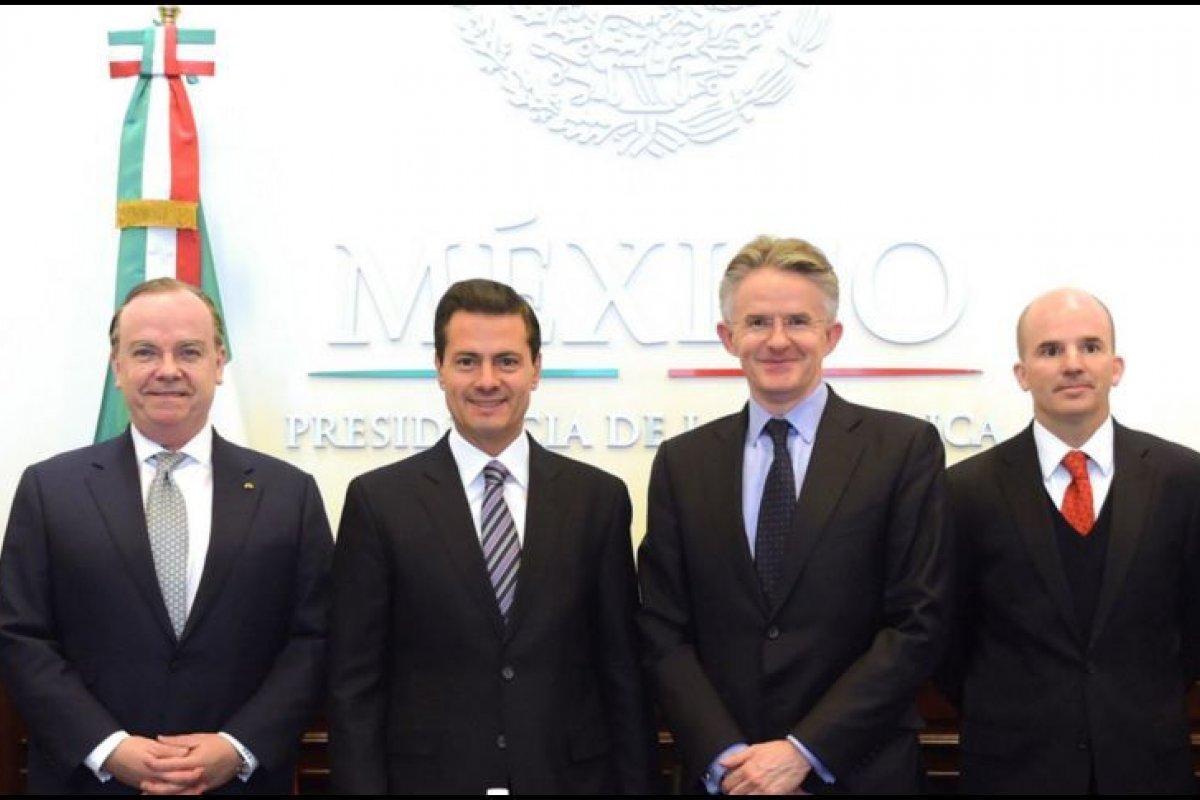 El Presidente recibió en Los Pinos al director ejecutivo de HSBC Holdings, Stuart Gulliver, y a su director de Banca Minorista y de Gestión Patrimonial, John Flint