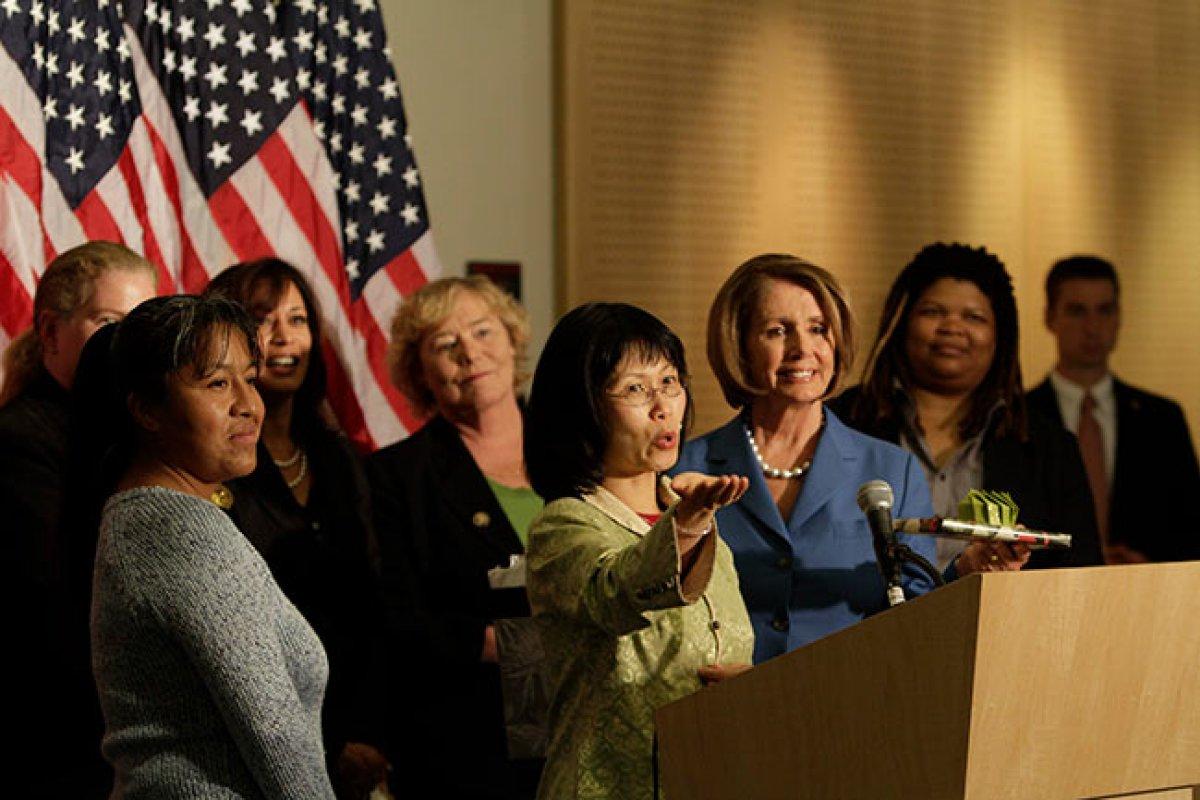 Las mujeres demócratas discutieron el tema más que las mujeres republicanas