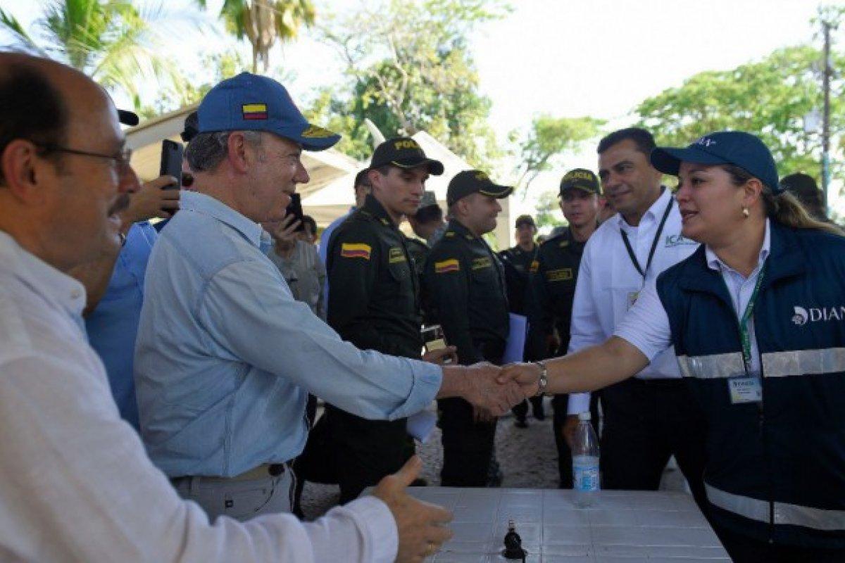 El gobierno colombiano busca regular el tránsito de migrantes venezolanos para frenar crisis humanitaria.