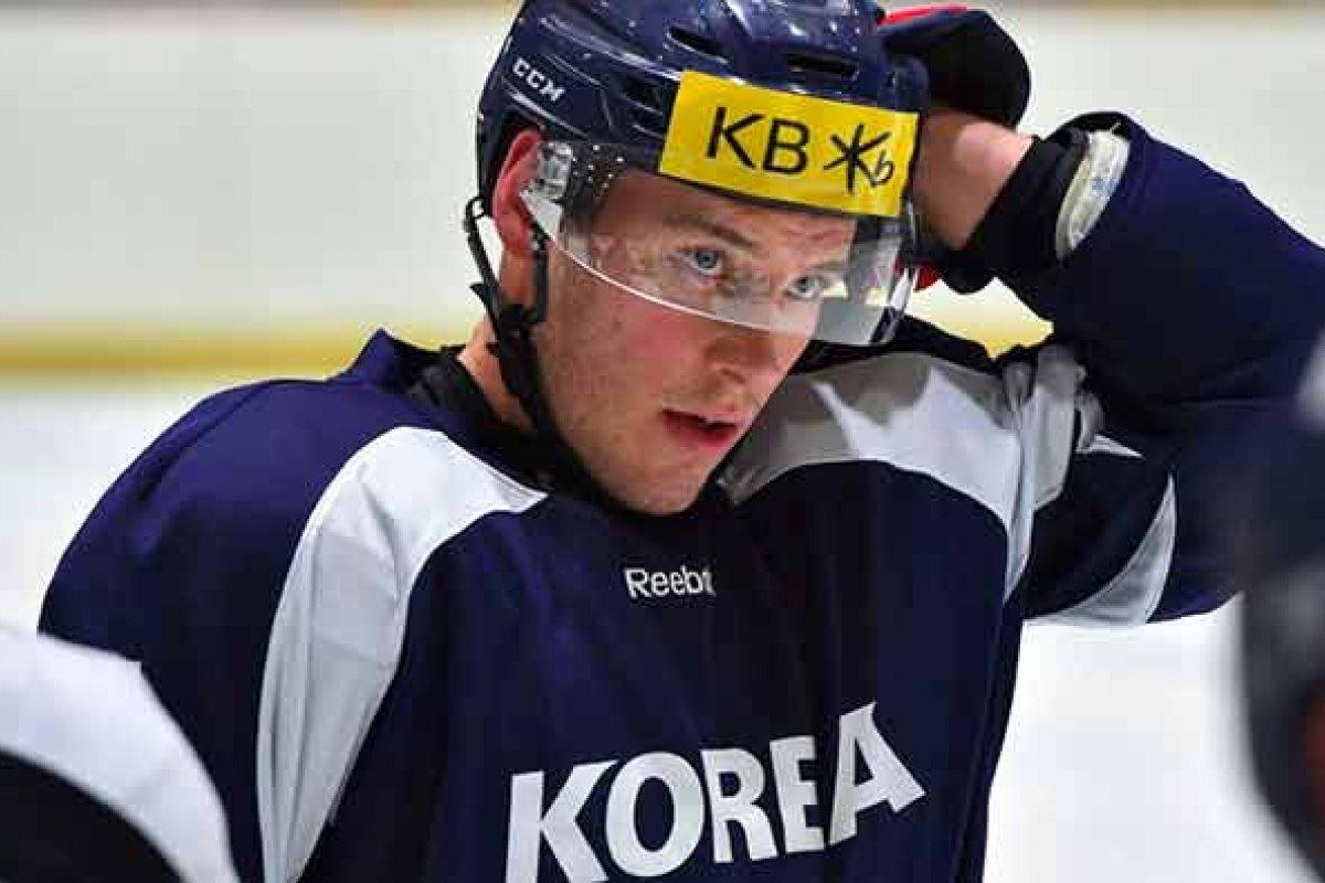 El estadounidense Mike Testwuide jugará para el equipo de hockey de Corea del Sur en estas olimpiadas invernales.