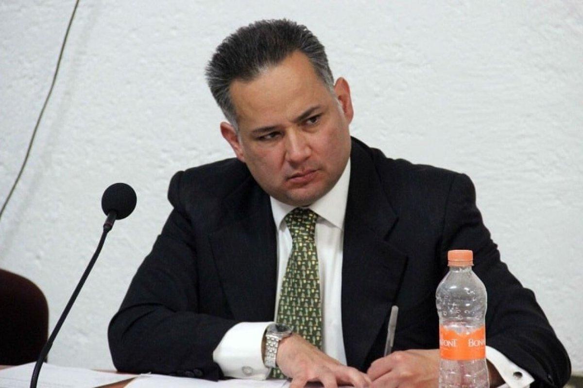 Santiago Nieto aseguró para el WSJ que el gobierno lo intentó sobornar, hecho que la prensa nacional decidió no resaltar.