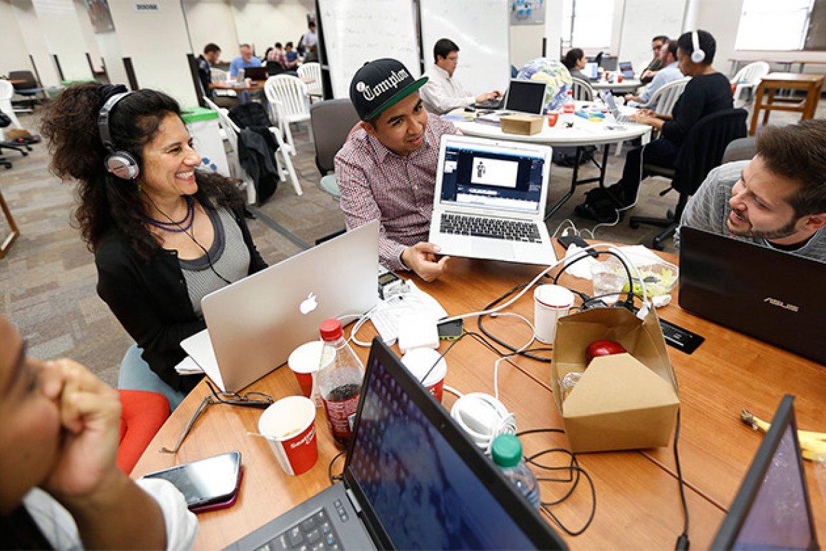 El trabajo no remunerado de los hackatones coincide con nuevos modelos de trabajo basados en la autoinversión con la autoexplotación. Foto:Universidad Stanford.
