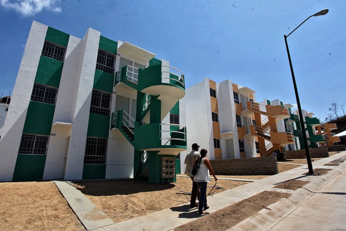La falta de servicios y la lejanía con el área conurbada son dos de las razones del abandono y de lo barato de estas casas en venta.