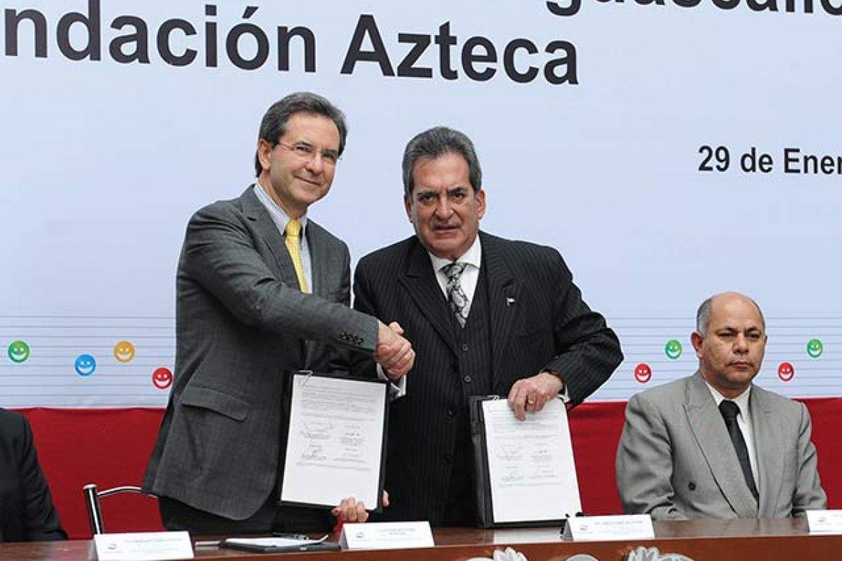 Esteban Moctezuma [izquierda] ha sido secretario de Gobernación, secretario de Desarrollo Social y ahora secretario de Educación (Foto: Gobierno de Aguascalientes)