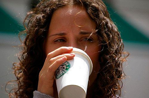 Nestlé paga US$7.150 millones a Starbucks para poder comercializar su café